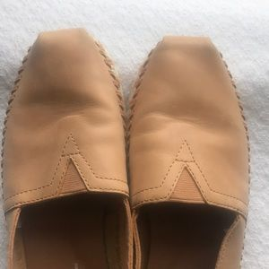 Toms Shoes - Sz 7W Toms classic honey leather rope sole. NWOT